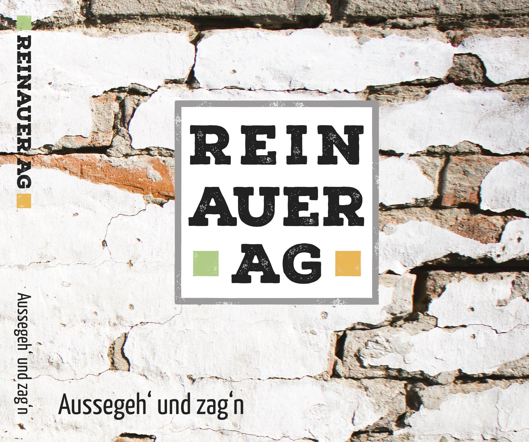 Cover der CD der REINAUERAG, abgewitterte Ziegelwand im Hintergrund, iin der Mitte im Vordergrund das quadratische Logo der REINAUERAG, links unten der CD Titel Aussegeh´ und zag´n